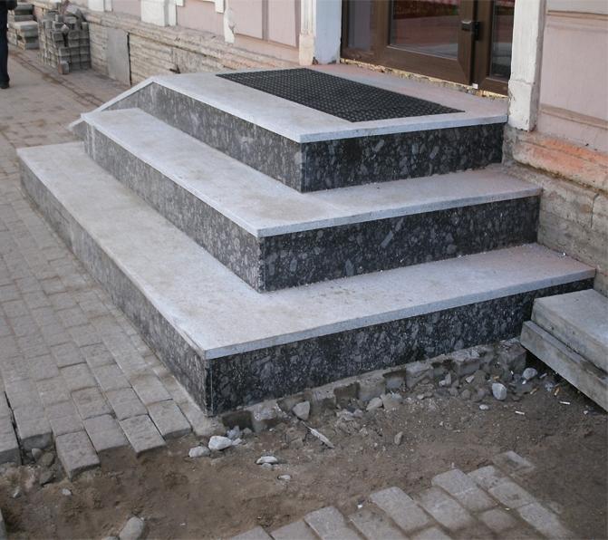 гранитная плитка отличное украшение крыльца дома