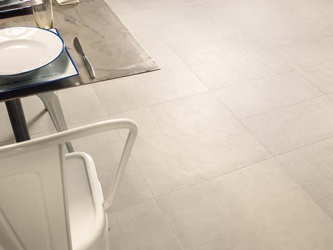 Более дешевый , но не менее красивый пол из керамической плитки