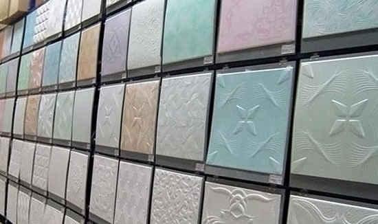 образцы бесшовных плиток для потолка