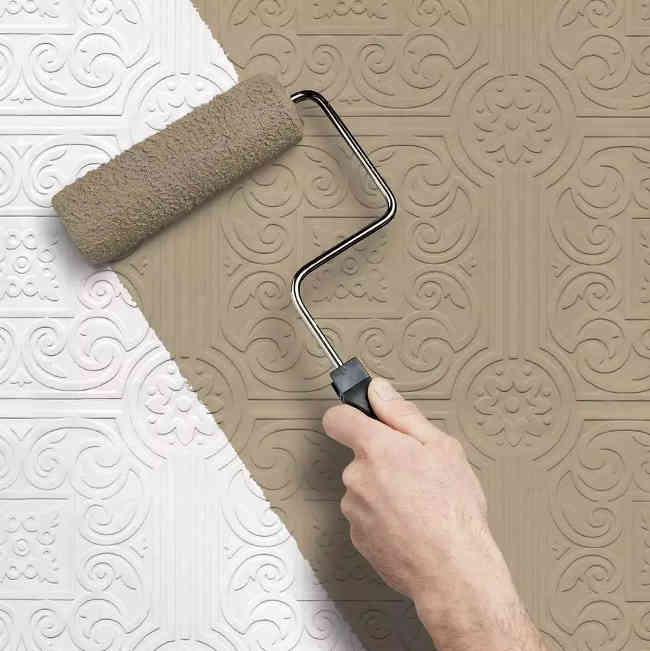 пример окраски потолочной плитки валиком