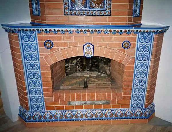 печь облицована термостойкой плиткой