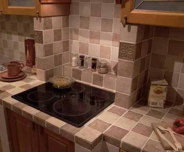 Красивый пример кухонной столешницы из керамической плитки