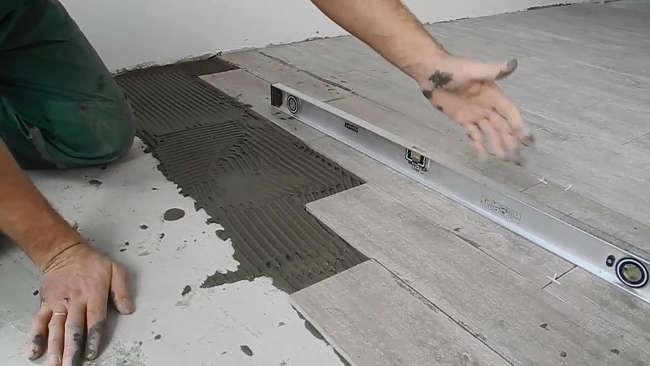 Укладка на пол прямоугольной плитки