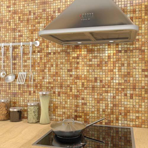кухонная стена облицована мозаикой