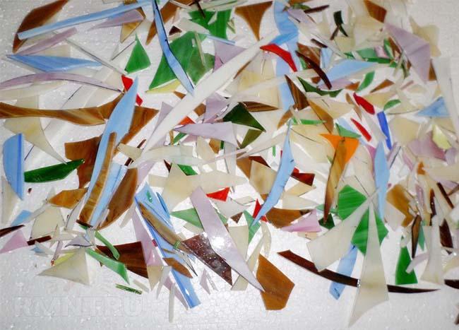 самодельная стеклянная плитка из кусочков стекла
