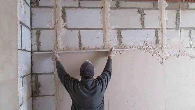 исправление кривизны стены раствором