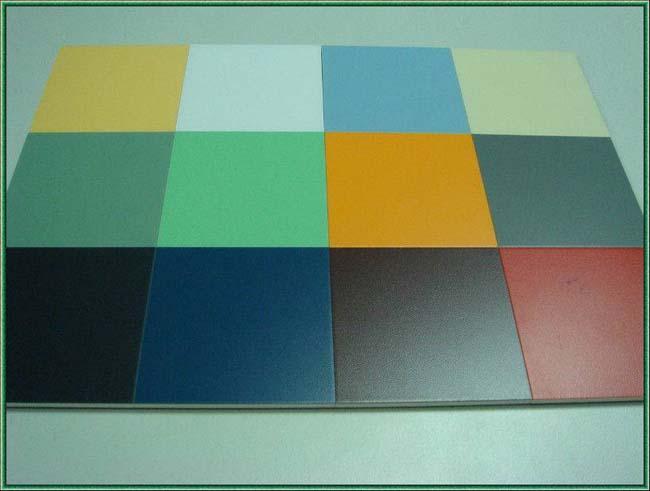 Половинилхлоридная плитка разных цветов и оттенков