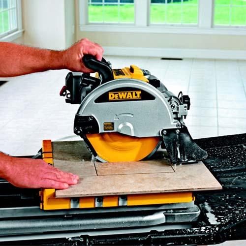 ручной электрический плиткорез фирмы DeWALT