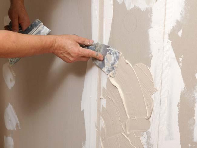 листами гипсокартона так же можно выровнять стены