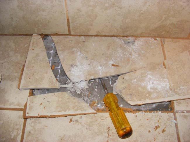 подготовка поверхности пола - удаление старой плитки