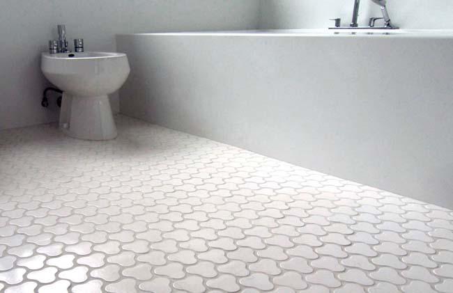 кафельный пол в ванной