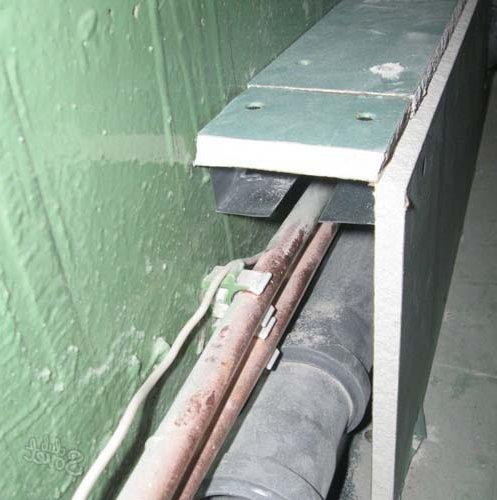 прячем трубы за каркасом