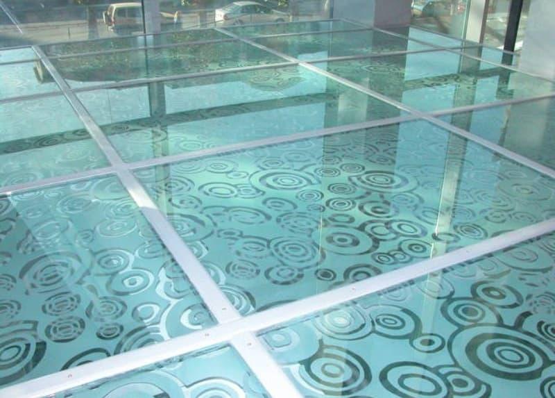 плитка из стекла на порл, большого формата