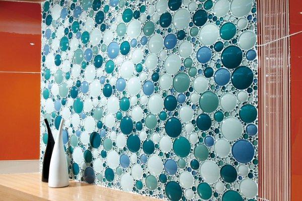 мозаика из стекла в виде шаров различных размеров