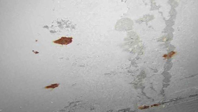 неподготовленный потолок имеет свои изъяны