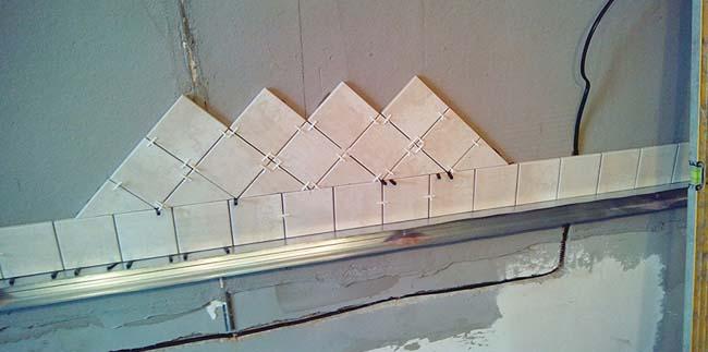 диагональная поклейка плитки на фартук