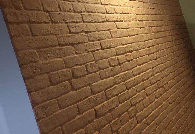 имитация кирпичной кладки из самодельной плитки