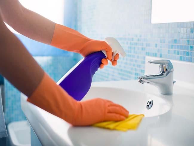 резиновые перчатки, обязательное условие при работе с бытовой химией