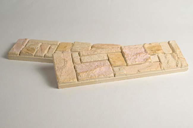 плитка из гипса готова к укладке на стену