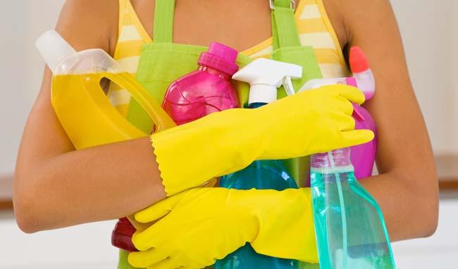 набор необходимых средств для очистки керамической плитки
