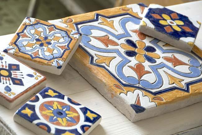самодельная неглазурованная керамическая плитка