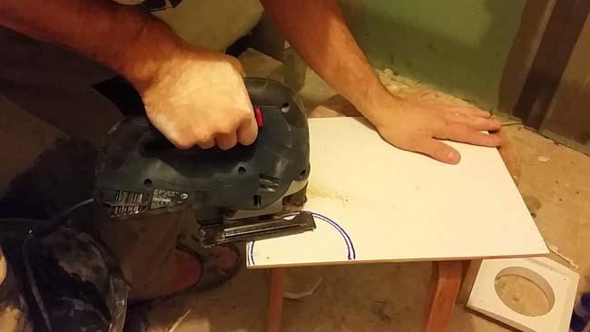 режем кафель электролобзиком