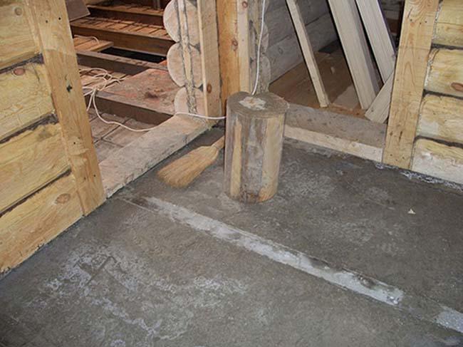 заливаем стяжку на деревянный пол