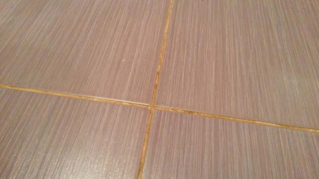 швы между керамическими плитками периодически нужно чистить