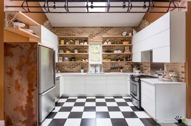 плитка на кухне двухцветная