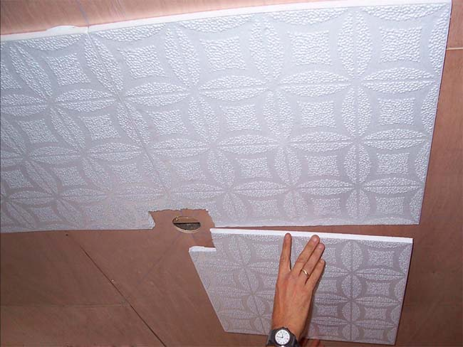 следите за совпадением рисунка во время стыковки плиток