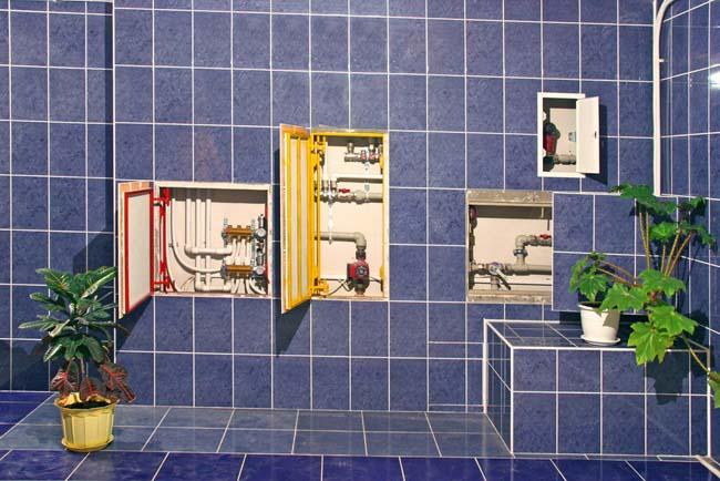 демонстрация возможностей сантехнических люков, их размеры и способы раскрытия