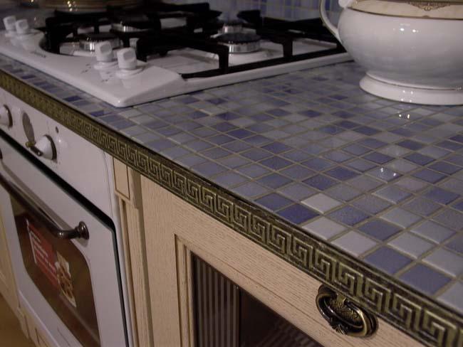 столешница из мозаики на кухне