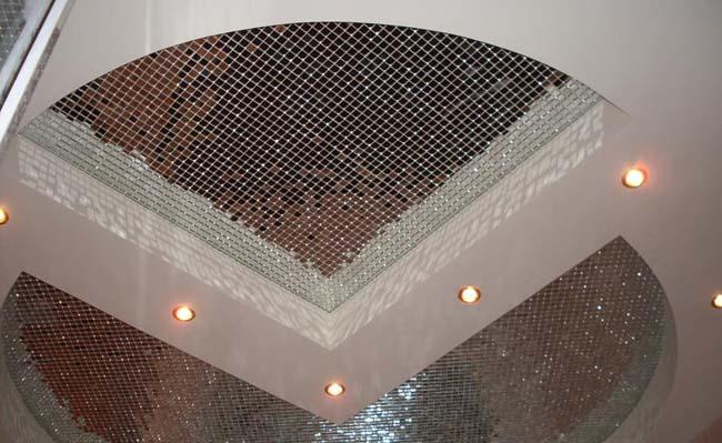 потолок из зеркальной мозаики