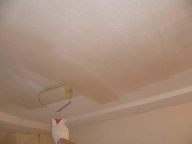 грунтовка потолка перед наклеиванием плитки