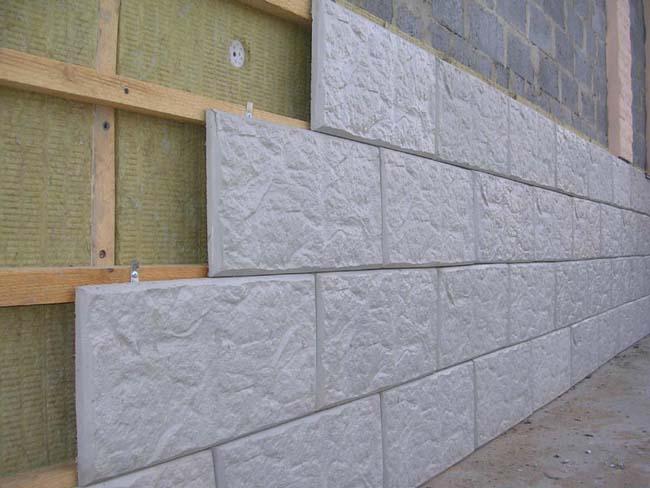 облицовка здания фасадной плиткой с клямерами