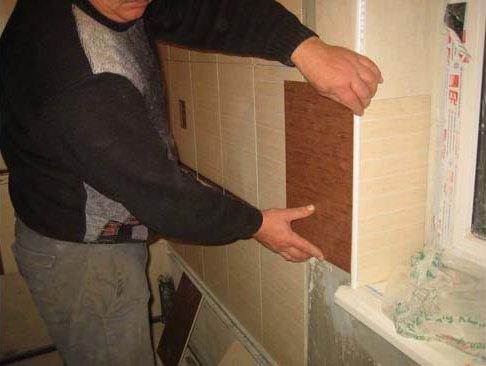 откосы в кухне так же украшаем плиткой