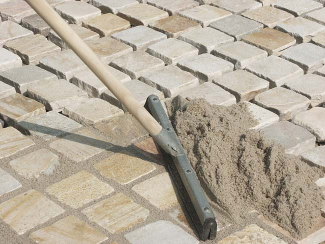 затирка швов раствором и песком