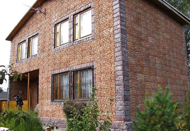 дом облицован фасадной плиткой