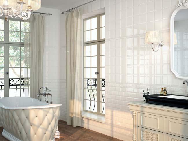 бежевая глянцевая плитка отличное украшение для ванной комнаты