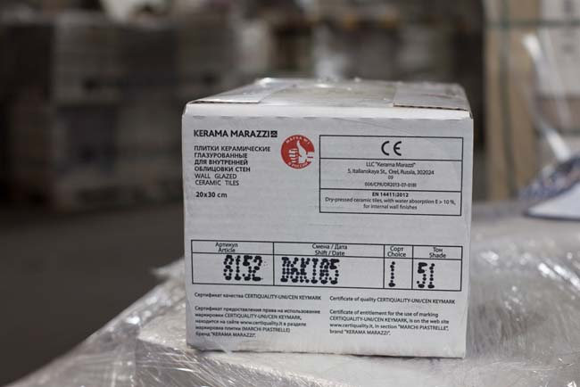 знак качества на упаковке с плиткой