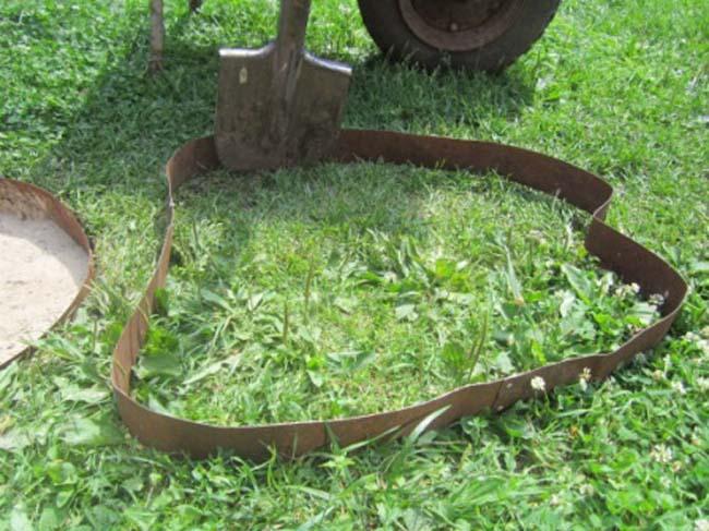 самодельная форма для заливки дорожки из металлического кольца для бочки
