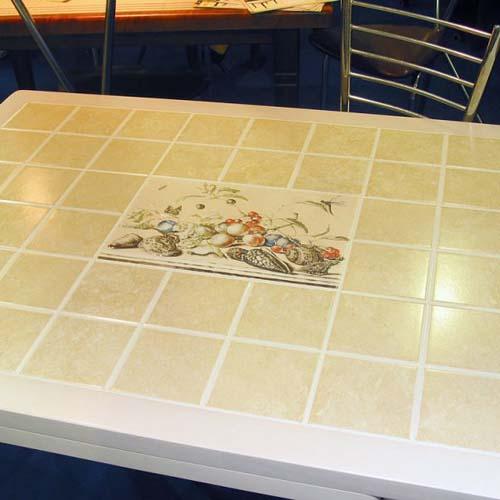 самодельный стол из плитки