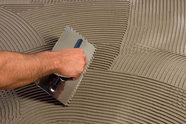 выравнивание поверхности трехслойным клеем
