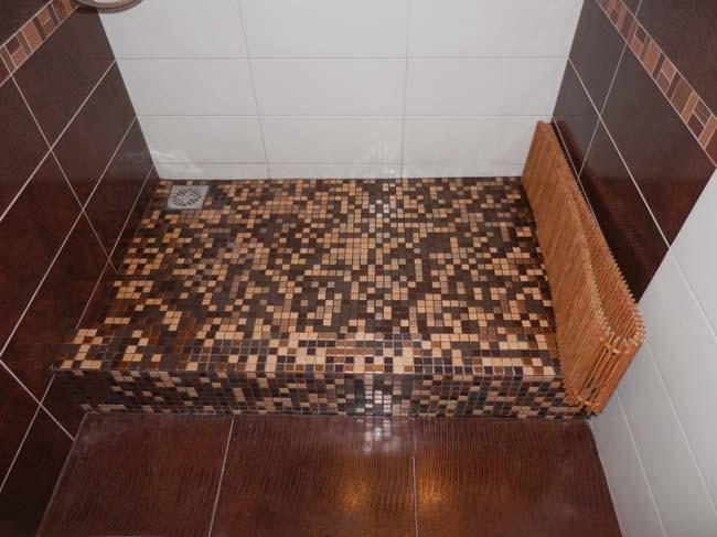 мозаика и плитка в душевой кабинке