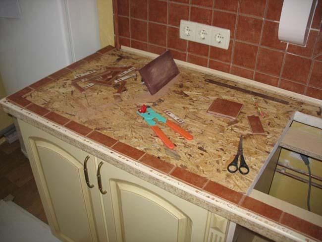 подготовка стола с укладки остатков плитки