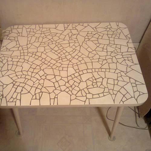 самодельный стол под мозаику из кусочков плитки
