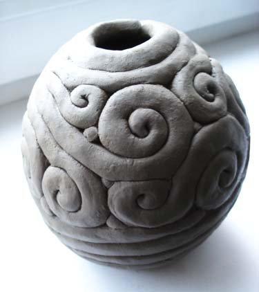 горшочек вылеплен из глиняного жгута