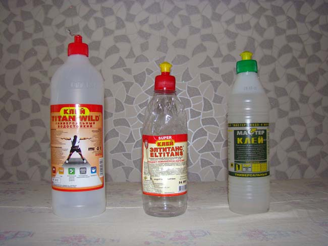 различные виды клеев пригодных для приклеивания плитки на потолок