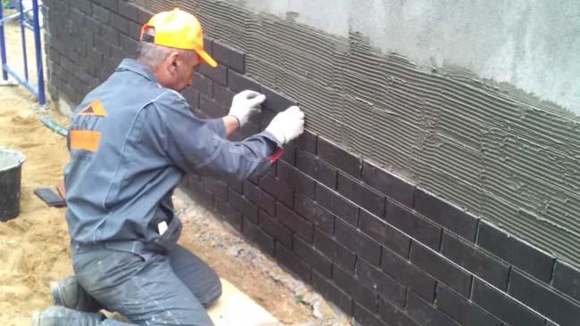 монтаж бетонной плитки на фасад здания