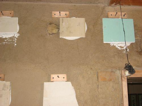 устранение неровностей стены с помощью гипсокартонных вставок